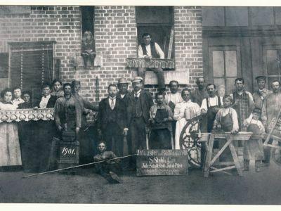 Gruppenfoto--1901